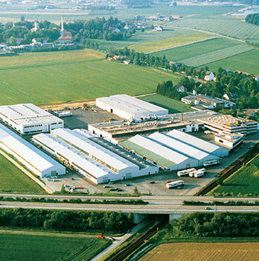 Historische Luftaufnahme des Kermi-Stammsitzes und -Produktion in Plattling (1987)