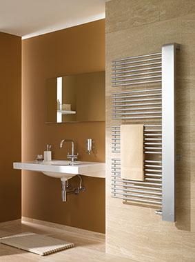 Kermi Credo-Half Design- und Badheizkörper in modernem Badezimmer