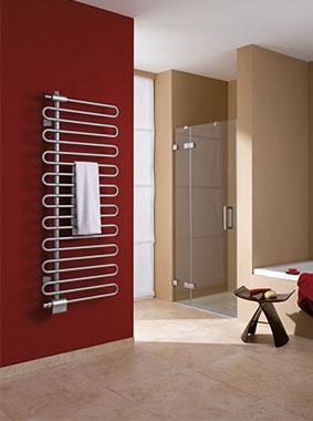Kermi Icaro Design- und Badheizkörper in modernem Badezimmer