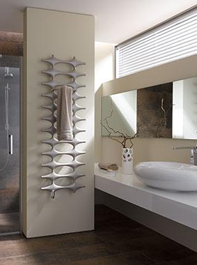 Kermi Ideos Design- und Badheizkörper in modernem Badezimmer